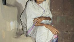 Für diese durch ihre Krankheiten niedergeschlagene Frau organisieren und bezahlen wir einen Arztbesuch in den kommenden Tagen.