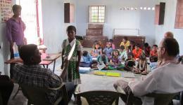 Es ist toll die Fortschritte der Kinder zu sehen. Früher ging in dieser Kolonie kein einziges Kind in die Schule...