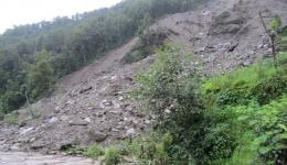 At many places fresh landslides can be seen that continually threaten the villages.