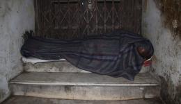 Viele Türeingänge werden als Schlafplatz genutzt.