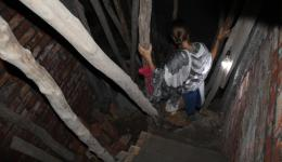 Mila descending the narrow staircase from Sunny's new accommodation. This will be the new rehabilitation center for former drug addicts - withdrawal on 18 square meters per floor, each for about 12 people ...