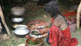 Besides monkey hunting, rice and leaves, fruits and seeds from the forest are the main foodstuffs of the nomadic people.