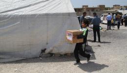 Beim Austeilen der Pakete in Flüchlingslagern der Bekaa-Ebene.
