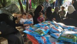 Bei Besuch des Lagers in Ketermaya wird noch am selben Tag eingekauft um die notwendigen Schulmaterialien und Milchpulver für die Kinder auszuteilen.