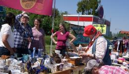 Flea market in Bamberg. Selling donated items in favor of FriendCircle WorldHelp.