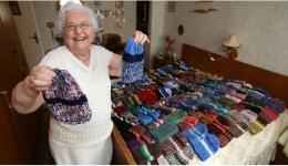 Helga aus Eberswalde zeigt einige ihrer bunten Prachtexemplare...