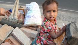 Kind einer Arbeiterfamilie, die pro Tag 1,50€ zur Verfügung hat.