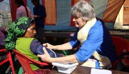 Elisabeth measuring blood pressure.