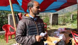 Negi und Manju arbeiten seit Monaten mit großer Hingabe an Vorbereitungen für das Camp.