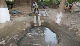 This hand pump which gives access to clean drinking water was installed by FriendCircle WorldHelp in August 2016. The short channel is to be lengthened and extended to a functioning drainage of the waste water.