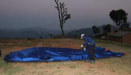 Our friend Nawang dismantling the tent. THANKS to ALL friends! Only through your support is this work possible !!