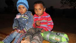 Diese beiden Jungs bekommen am Ende des Camps noch den Schlafsack von Michael geschenkt...