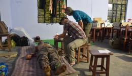 Jürgen und Alois schreiben bei Bluthochdruck- und herzkranken Patienten EKGs, die später von den Ärzten befundet werden...