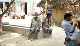 Der überirdische Kanal in Bhairoganj zur Entfernung krankmachender, grüner Tümpel im Dorf ist fertig gestellt.