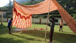 Zelte werden aufgebaut…