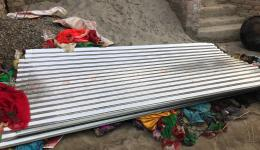 The new roof plates for the corrugated iron roofs from friends help friends have already been delivered.