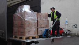 Five pallets are picked up on 16.12.2014 and conveyed into the freight warehouse of the company. Schenker. There, the whole consignment is collected and later customs clearance is made. On Dec. 20, 2014, there will be another packing action ...