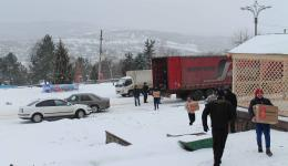 Jan. 05, 2015 in Moldova - Flashback. While Katrin, Gregor, Alexandra and Frank are still in Romania, the truck arrives in Calarasi. The customs clearance went off without problems. Many volunteers have come to unload the packages manually.