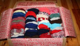 A cardboard box with lovingly knitted caps which arrived by mail in Bamberg.