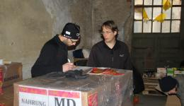 """The finished pallets are labelled and  wrapped with a foil. """"Working meeting"""" between Michael and Frank."""