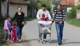 A family of parents, grandmother and four children. The father collects scrap and earns about 2 to 4 euros a day.