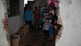 The packages are now in the interior and the distribution to the families starts.