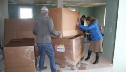 In many families, in homeless shelters and on the street we are distributing the clothes we had gathered back home.