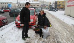 Matthias is helping the woman with the heavy load out to the street and we say goodby.