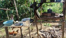 Küche einer armen Familie im Freien.