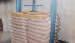 Sack press for the manioc roasting plant.