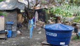 Für Renata wird ein 1000-Liter Tank für sauberes Trinkwasser gekauft.