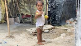 Mädchen in einem Armenviertel im Norden Indiens.