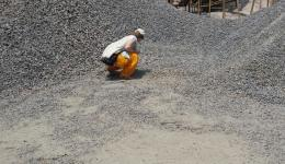 First they are purchasing material. Here, gravel is selected and the price is negotiated.