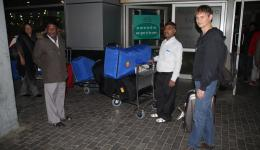 In the morning at 5.00am Venu comes to pick us up at the Delhi airport with two cars for the  transportation of the huge quantity of luggage.