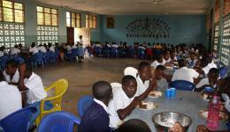 """Kinderheim """"Betsaida"""" in der Nähe von Dar-es-Salam, hier spendete der Friendcircle Worldhelp Schulmaterial und Medizin (Entwurmungsmittel, Schmerzmittel)"""