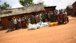 Gruppenbild mit Dorfbewohnern