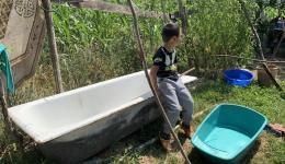 They were given a bathtub from a garbage dump - a start. The material to build the bathroom including a boiler, heated with wood, costs 800€. When the father of the house is given the money, he looks at us - with teary eyes...