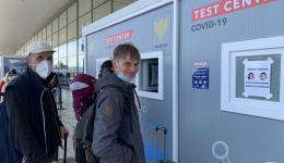 """Test am Flughafen - alle """"negativ"""". Das Team kann gemeinsam nach Hause fliegen ..."""