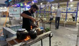 Gut in Erbil gelandet. Auf dem Weg nach Dohuk kurze Pause bei einem Tee-Geschäft.