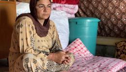 Pakiza vermisst ihren Ehemann. Er kam bei einem Gefecht um.  Ihre zwei kleinen Kinder ernährt sie, indem sie von fünf Uhr früh bis 12 Uhr mittags auf den Feldern eines Bauern mitarbeitet. Pro Tag verdient Pakiza drei Euro.  Allerdings nur im Sommer- wenn es Arbeit gibt...