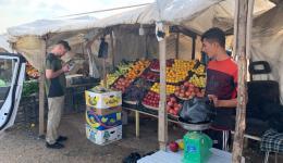 Here we buy fruit.
