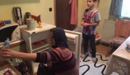 Emina mit ihrem Sohn Assad.