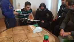 Family Batal is also living in Nordhalben for about one month. The five members of the Family are very happy about the books about medicine. In Syria the 20 year old son had been studying medicine for one year before a bomb exploded near the house of the family which was destroyed by the blast.  Since then the mother is traumatized as she was at home at home during the Explosion.
