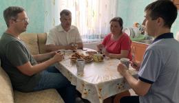 Kurze Teepause mit Besprechung im Rathaus von Bahmut.