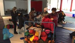We are collecting warm winter jackets, blankets, sleeping bags and winter shoes. The numerous  donations are being scrutinized and prepared for the sorting later on.