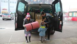 Still available from the donation activity for Nepal: sleeping bags, insolating mats, blankets  and jackets are picked up at the store in Trabelsdorf.