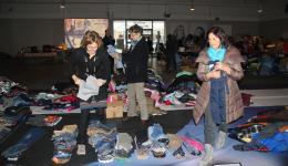 Nina, Margot and Erni are sorting according to sizes.