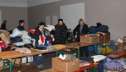 Margarete, Susanne, Tanja and Maria are sorting the newly arriving donations on tables.