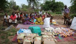 Lebensmittel und Kleidung sind für die leprabetroffenen Bewohner überlebensnotwendig.