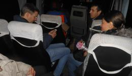 In the mini bus where the next stop is discussed. Front: Victor, the second mayor. He also participates in the distribution until late in the evening ...